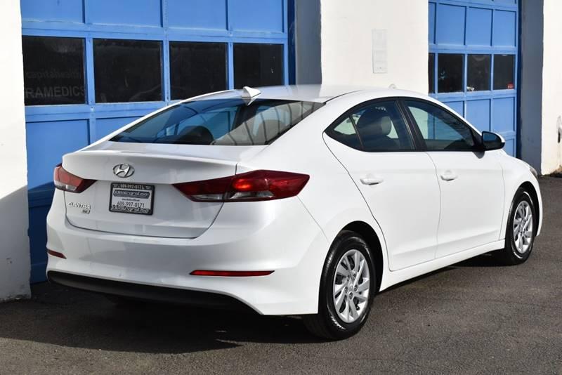 2017 Hyundai Elantra SE 4dr Sedan 6M (US) full
