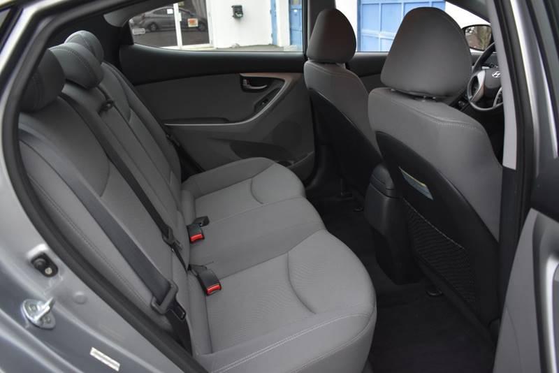 2015 Hyundai Elantra SE 4dr Sedan 6A full