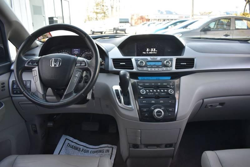 2013 Honda Odyssey Touring 4dr Mini Van full