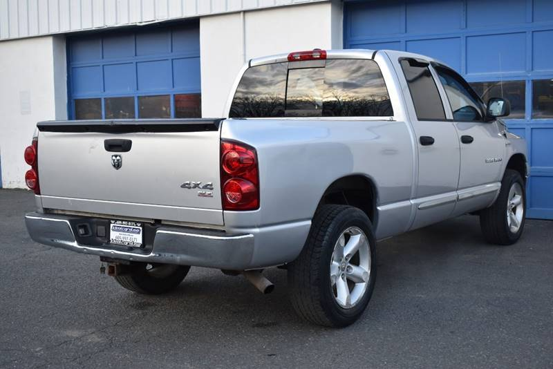 2007 Dodge Ram Pickup 1500 SLT 4dr Quad Cab 4WD LB full