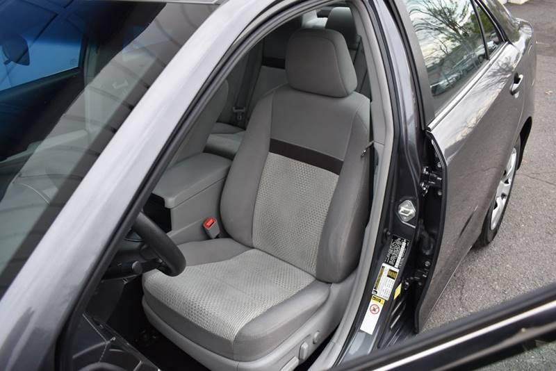 2014 Toyota Camry LE 4dr Sedan full