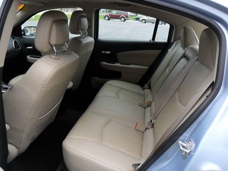 2012 Chrysler 200 Limited 4dr Sedan - Sycamore IL