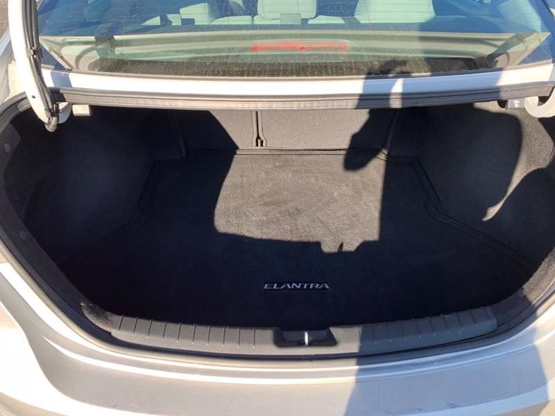 2018 Hyundai Elantra SEL 4dr Sedan (US) - Sycamore IL