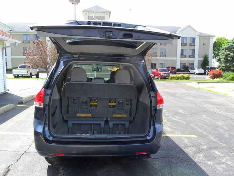 2013 Toyota Sienna LE 7-Passenger Auto Access Seat 4dr Mini-Van - Sycamore IL