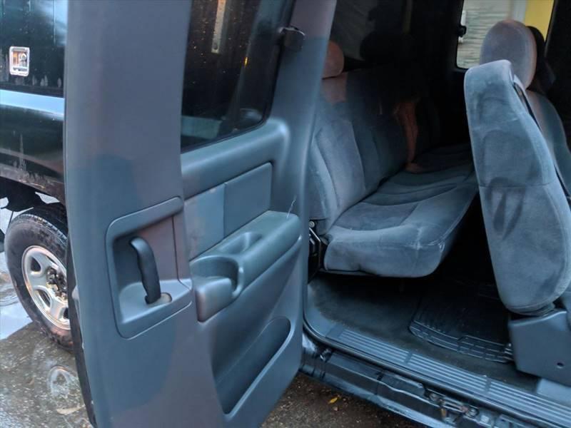2001 Chevrolet Silverado 1500 LS (image 4)