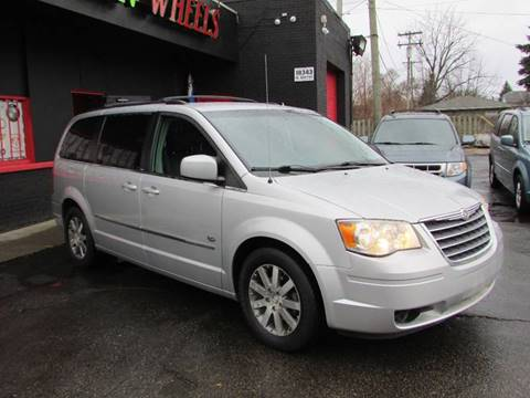 2009 Chrysler Town and Country for sale in Detroit MI