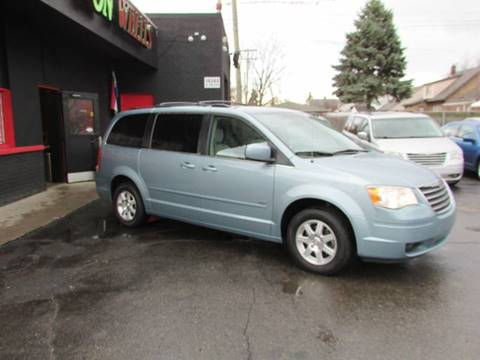 2008 Chrysler Town and Country for sale in Detroit, MI