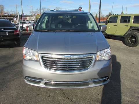 2016 Chrysler Town and Country for sale in Detroit, MI