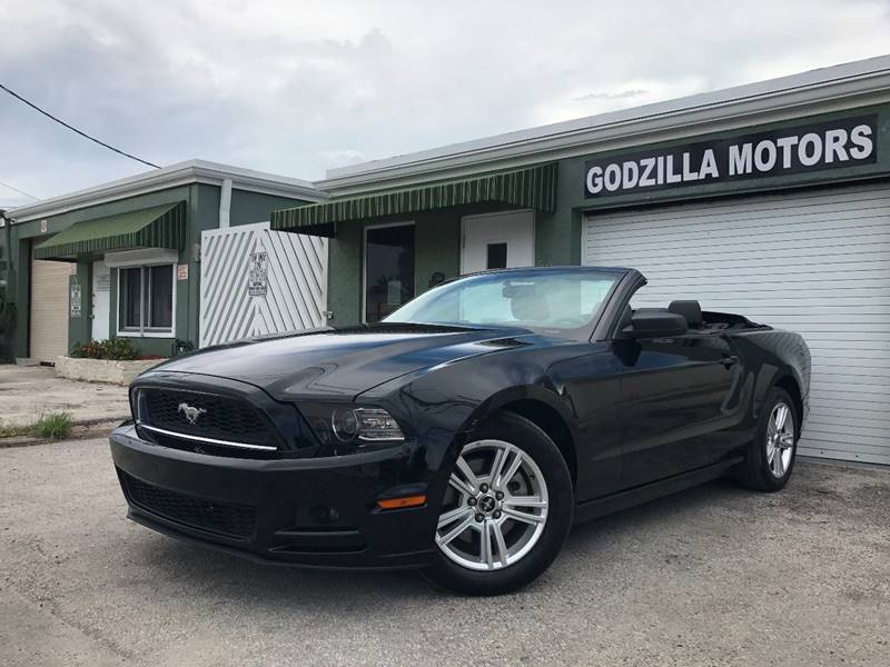 2014 FORD MUSTANG V6 PREMIUM 2DR CONVERTIBLE black this one is ready to drive home and show off