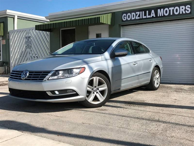 2013 VOLKSWAGEN CC SPORT PLUS PZEV 4DR SEDAN 6A silver this one is ready to drive home and show o