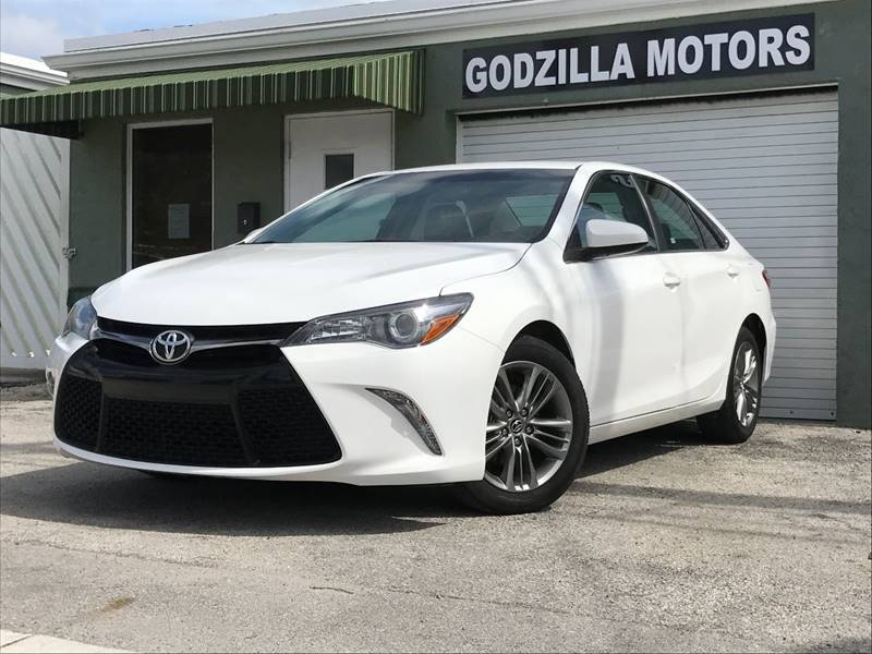 2015 TOYOTA CAMRY SE 4DR SEDAN white this one is ready to drive home and show off   dont wai