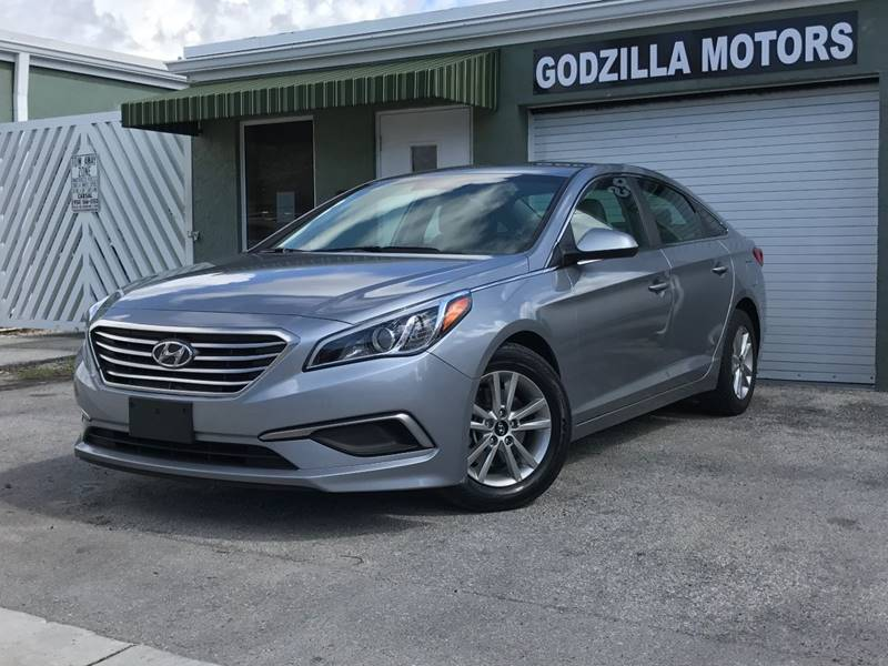2017 HYUNDAI SONATA SE 4DR SEDAN silver door handle color - body-color exhaust tip color - chrom