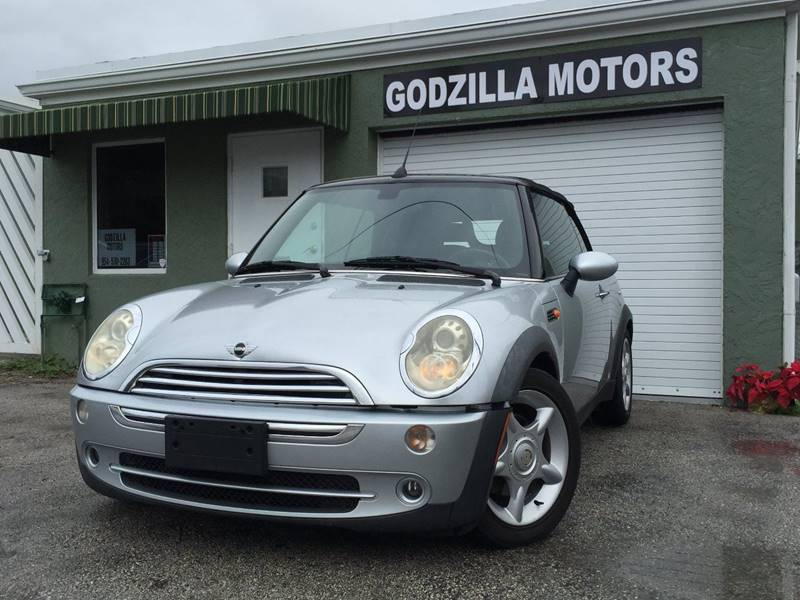 2005 MINI COOPER BASE silver this nice mini is equipped with navigationcd player power windows