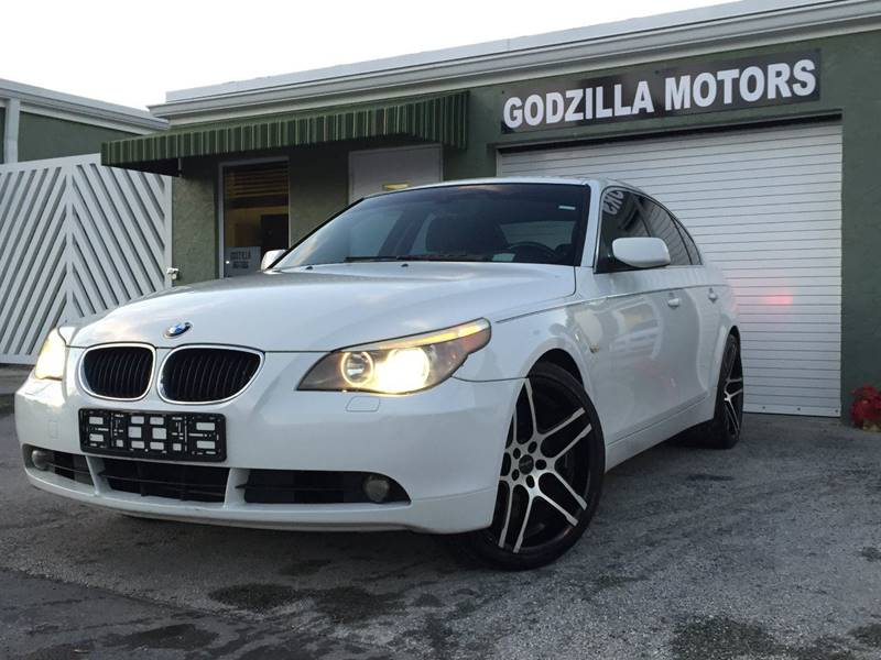 2005 BMW 5 SERIES 530I white this luxury vehicle comes with navigationsunroof22 wheels no acci
