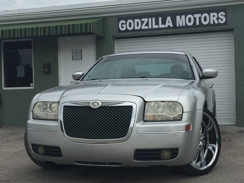 2005 CHRYSLER 300 TOURING 4DR SEDAN silver this one is ready to drive home and show off dont