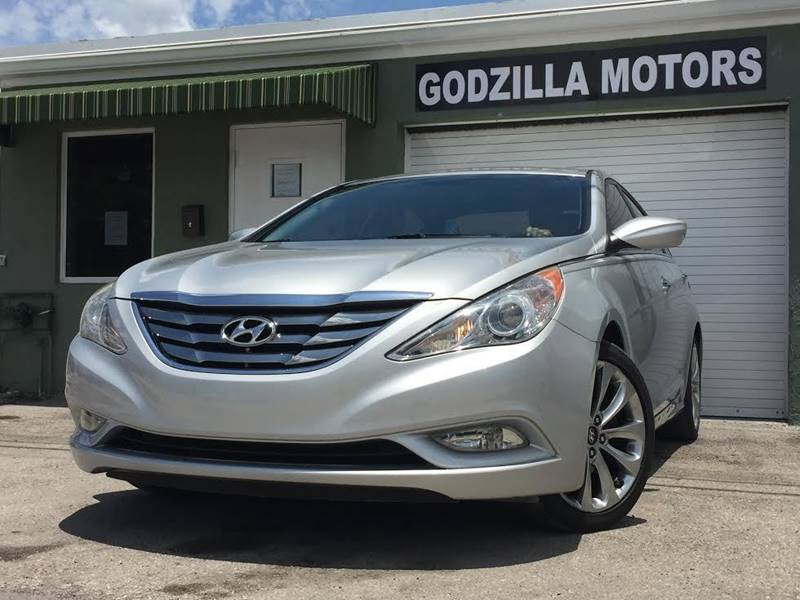 2011 HYUNDAI SONATA LIMITED 4DR SEDAN 6A silver this one is ready to drive home and show off