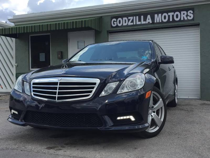 2010 MERCEDES-BENZ E-CLASS E350 LUXURY 4DR SEDAN dark blue this one is ready to drive home and sho