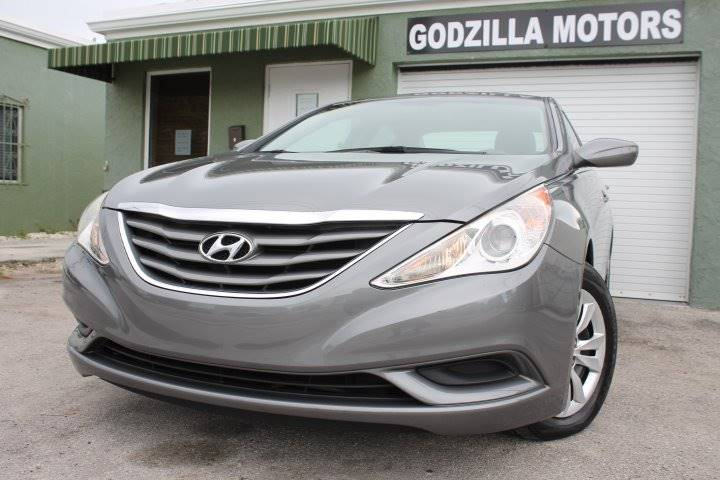 2011 HYUNDAI SONATA GLS 4DR SEDAN 6A gray this one is ready to drive home and show off dont w