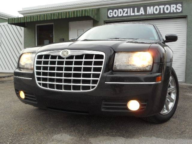 2009 CHRYSLER 300 TOURING 4DR SEDAN black this one is ready to drive home and show off dont w