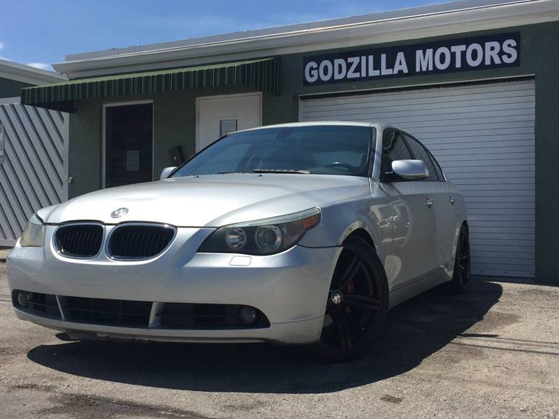 2004 BMW 5 SERIES 530I 4DR SEDAN silver this 530i sedan is one of the mot popular models bmw has