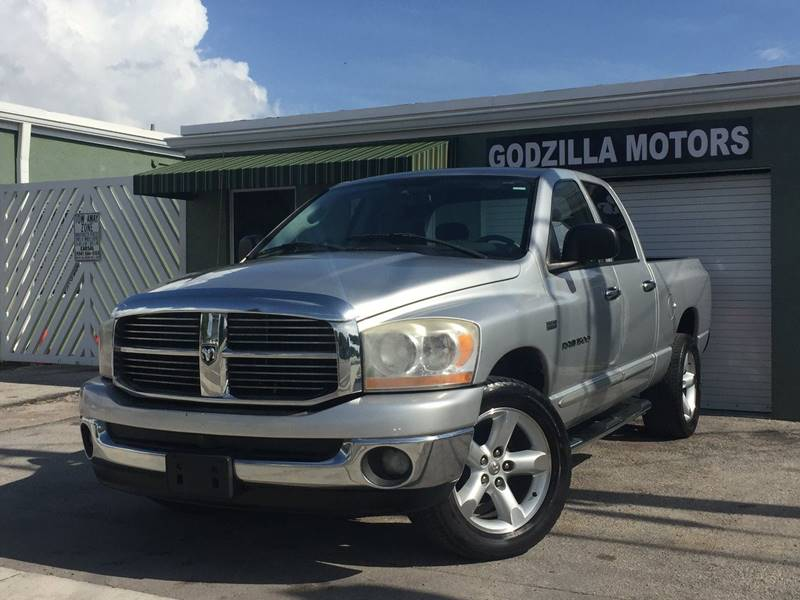 2006 DODGE RAM PICKUP 1500 SLT 4DR QUAD CAB LB silver this one is ready to drive home and show of