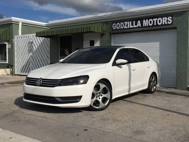 2012 VOLKSWAGEN PASSAT S 4DR SEDAN 6A W APPEARANCE white body side moldings - body-color front