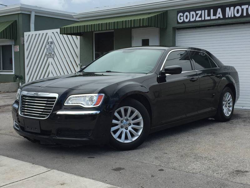 2013 CHRYSLER 300 MOTOWN 4DR SEDAN black exhaust - dual tip headlight bezel color - chrome door