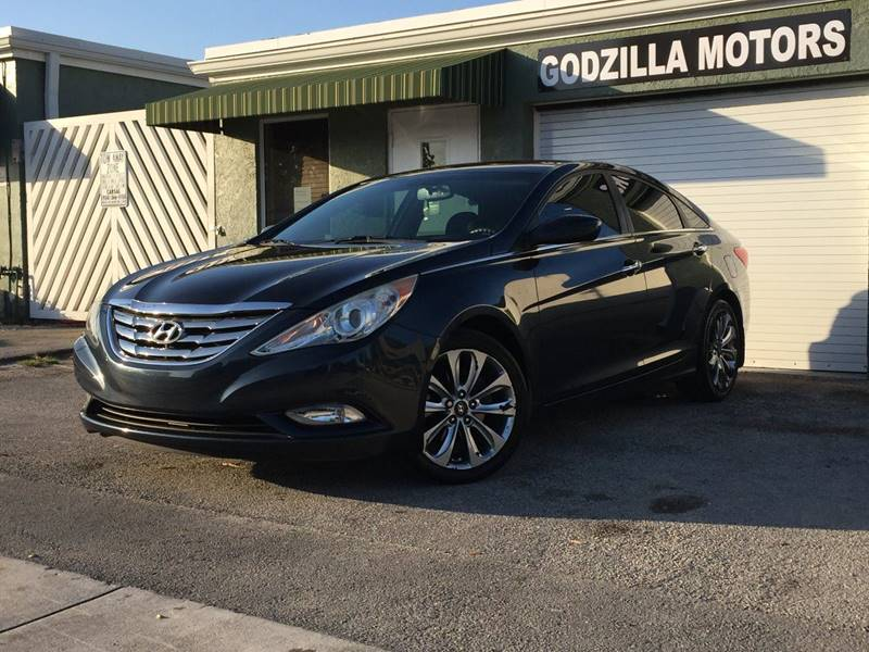 2011 HYUNDAI SONATA LIMITED 4DR SEDAN gray body side moldings - chrome accents door handle color
