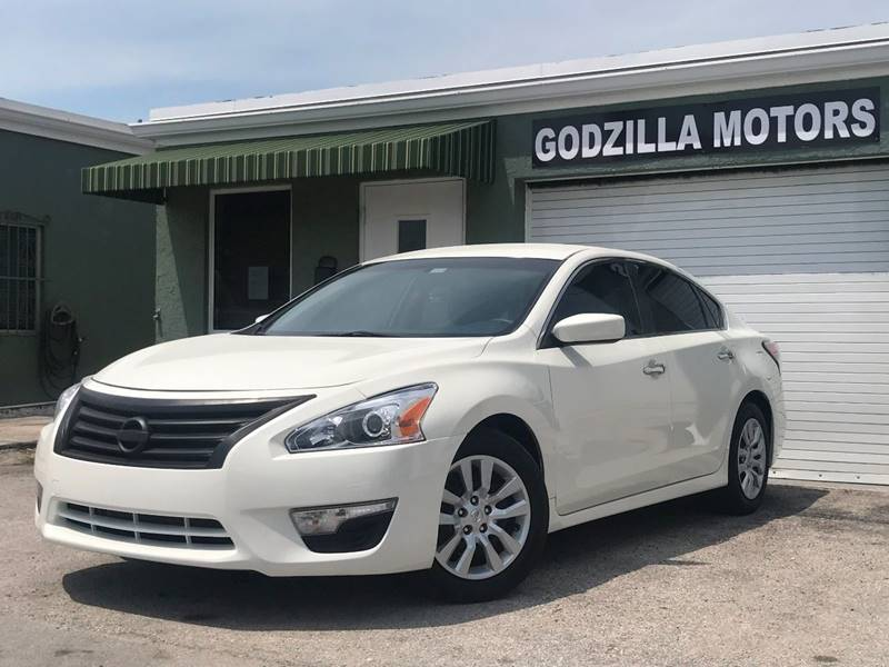 2014 NISSAN ALTIMA 25 S 4DR SEDAN white this one is ready to drive home and show off   dont