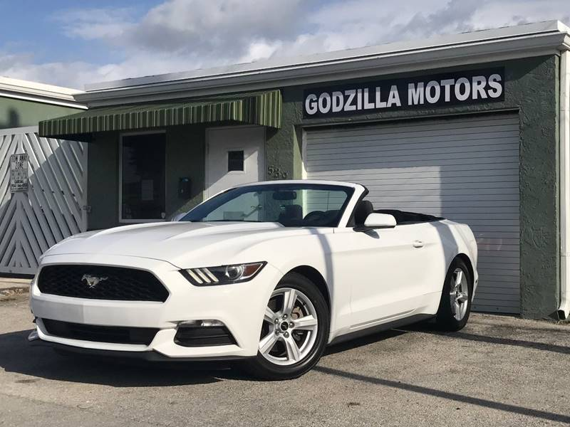 2015 FORD MUSTANG V6 2DR CONVERTIBLE white this one is ready to drive home and show off   do