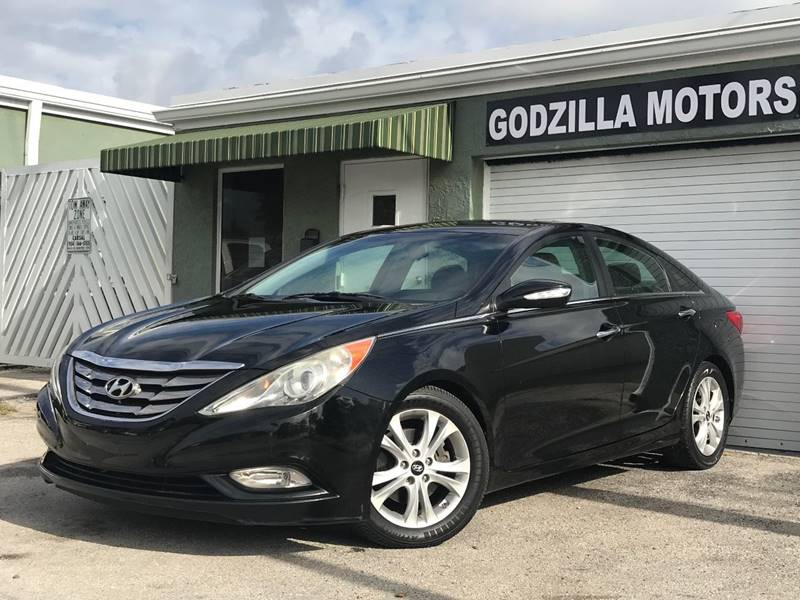 2011 HYUNDAI SONATA SE 4DR SEDAN 6A black this one is ready to drive home and show off  dont