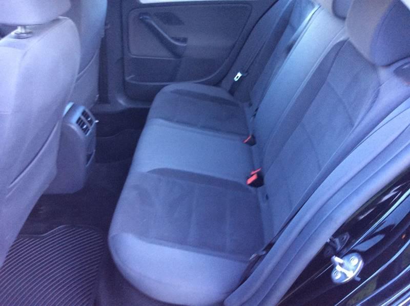 2009 Volkswagen Jetta S PZEV 4dr Sedan 5M - Branford CT