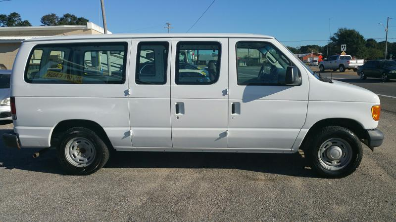 2006 Ford E-Series Wagon for sale at Highway 59 Automart in Gulf Shores AL