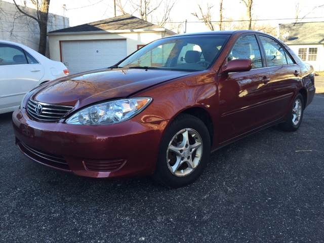 2005 Toyota Camry for sale at JE Auto Sales LLC in Indianapolis IN