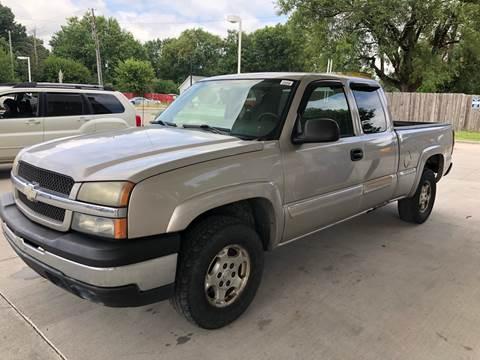 2004 Chevrolet Silverado 1500 for sale at JE Auto Sales LLC in Indianapolis IN
