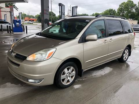 2004 Toyota Sienna for sale at JE Auto Sales LLC in Indianapolis IN