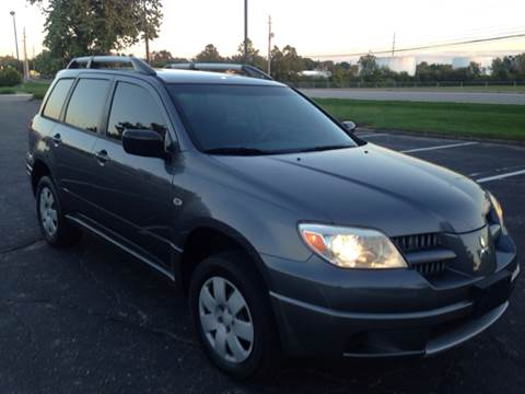 2005 Mitsubishi Outlander for sale at JE Auto Sales LLC in Indianapolis IN