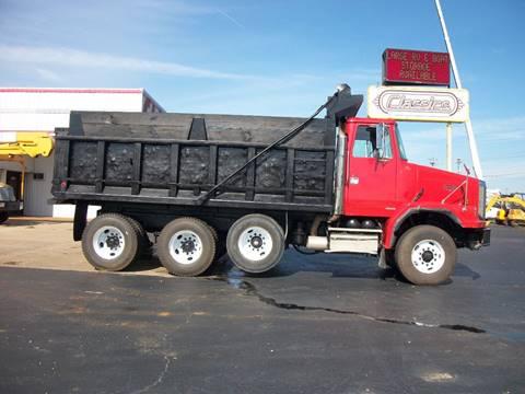 1999 Volvo Autocar Tri-axle Dump Truck