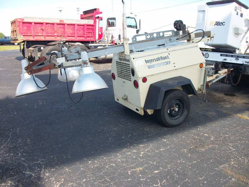2005 Ingersoll Rand Portable Light Tower for sale at Classics Truck and Equipment Sales in Cadiz KY