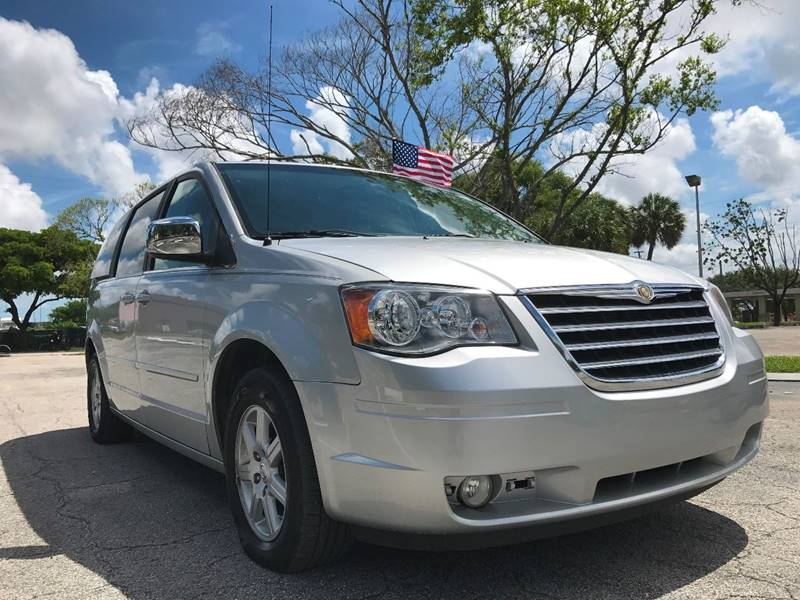 2008 Chrysler Town and Country for sale at Cars 4 You in Hollywood FL