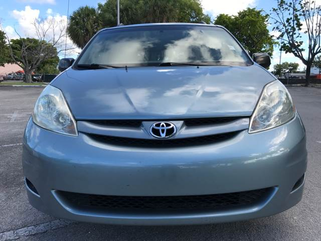 2006 Toyota Sienna for sale at Cars 4 You in Hollywood FL