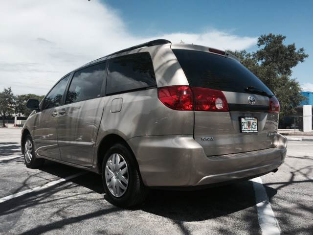 2007 Toyota Sienna for sale at Cars 4 You in Hollywood FL