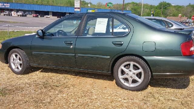 2000 Nissan Altima for sale at AM Automotive in Erin TN