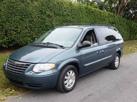 2005 Chrysler Town and Country for sale in Pompano Beach, FL