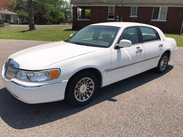 2001 Lincoln Town Car Signature 4dr Sedan - Evansville IN