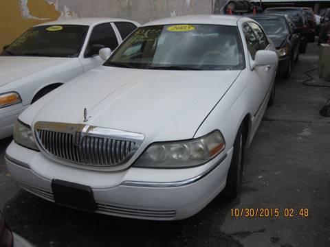2005 Lincoln Town Car for sale in Miami, FL