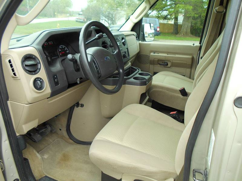 2011 Ford E-Series Wagon E-350 SD XLT 3dr Passenger Van - Brockport NY