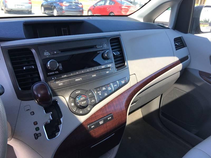 2012 Toyota Sienna XLE 7-Passenger Auto Access Seat 4dr Mini-Van - Norwalk OH