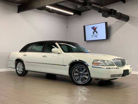 2004 Lincoln Town Car for sale at TX Auto Group in Houston TX
