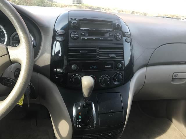 2004 Toyota Sienna LE 7-Passenger 4dr Mini-Van - Baltimore MD